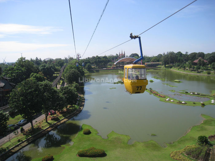 Skylift Taman Mini Indonesia Indah Kids Holiday Spots Liburan