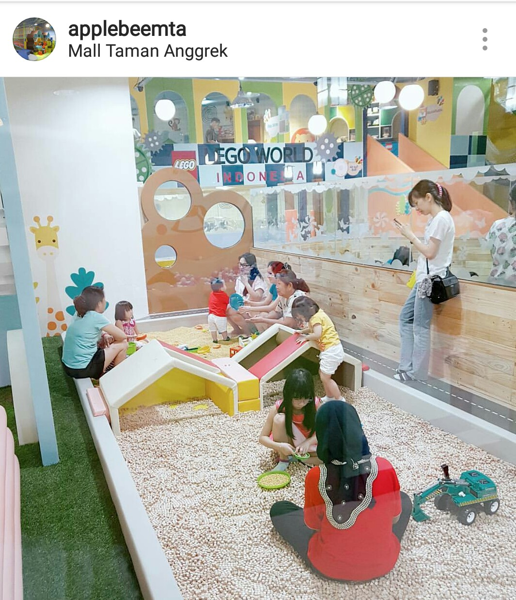 Batik Keris Di Taman Anggrek: Apple Bee Mall Taman Anggrek