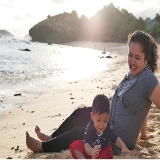 Pantai Indah di Pacitan , Pantai Watu Karung.. bisa sunsetan sambil ajak anak main pasir!